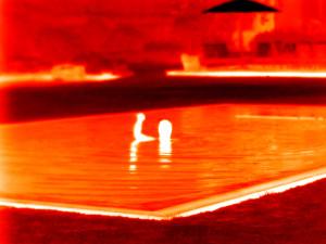 Seek thermal und Schwimmer im Pool